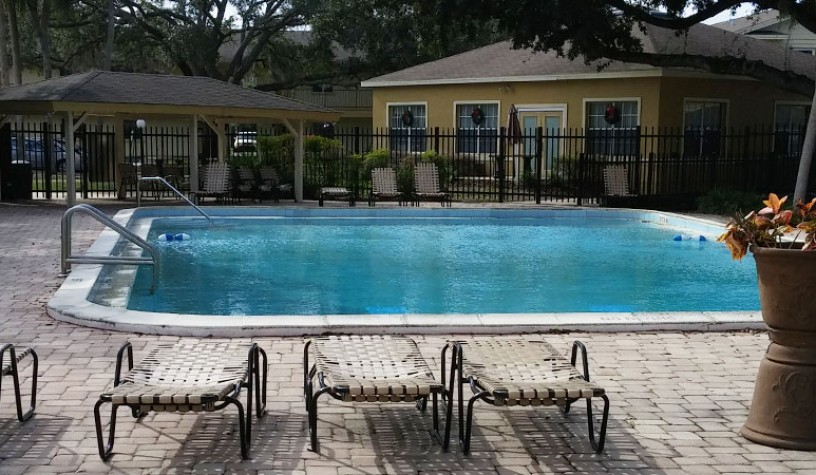 Winter park housing authority winter park oaks apartments for Garden oaks pool